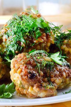 #Albóndigas de #pollo con #pepino y #salsa de #yogur. #receta