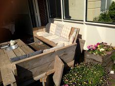 Outdoor wood pallet furniture