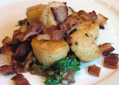 Gluten-Free, Casein-Free Scallops with Bacon & Spinach http://www.stockpilingmoms.com/2013/05/gluten-free-casein-free-scallops-with-bacon-spinach/