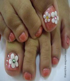 white flower toe nail art Some great toe nails art design ideas