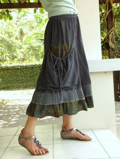 Skirt with slouchy pocket