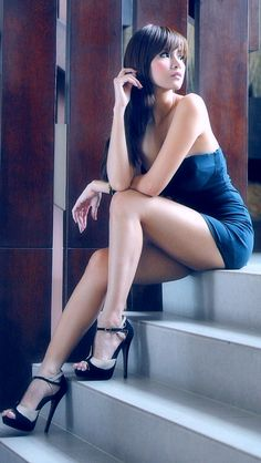 hot outfits, long legs, stair, sexi, hot dress, mini dresses, heel, shoe, short dresses
