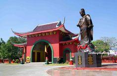 Laksamana Muslim Cheng Ho Statue.