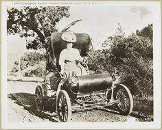 1904 - Oldsmobile, curved dashed runabout model 6, 1 cylinder.