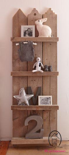 scaffold wood, wood shelves, diy kinderkamer