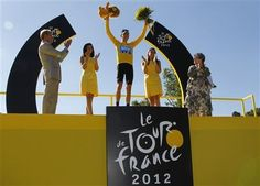 Sky Procycling rider and leader's yellow jersey Bradley Wiggins of Britain (C) celebrates his overall victory on the podium after the final 20th stage of the 99th Tour de France cycling race between Rambouillet and Paris, July 22, 2012.