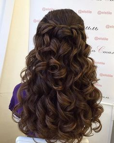 You Can Adapt Wavy Hair Styles For Any Length