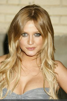 ashlee simpson two tone hair blonde  Two Toned Hair color Ideas