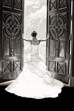 Wow. Stunning! love the back of the dress and the photo