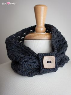 I like the delicate look of this cowl and the wrap with the button makes it look Fabulous! Dewey Decicowl {free crochet pattern} — Ewe Ewe Yarns