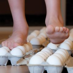 Walking on Eggs - the strength of eggs. How to do it at home. Easy Kitchen Science