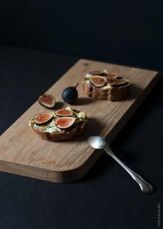 Fig tartine with gorgonzola and honey