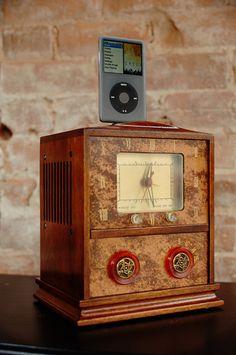 Cool Vintage Radio iPod docking station.