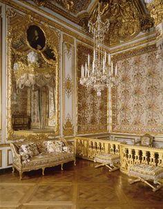 French monarchy on pinterest for Chambre de la reine versailles