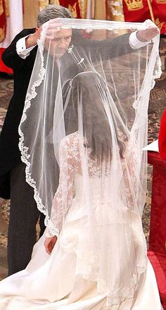 Kate's father lifts her veil.