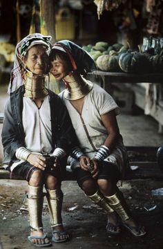 Kayan women with neck rings, Myanmar(Burma), 1994