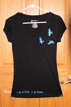 Dauntless Inspired V-neck T-shirt With Birds on the Front and Dauntless Symbol on the Back.