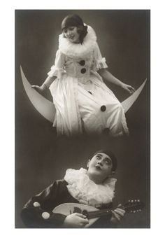 Pierrot singing to a pierrette.