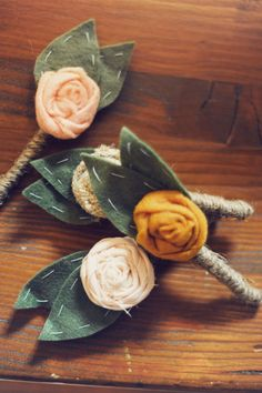 Cute boutonnieres! They look great on the khaki and white!