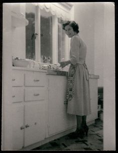 Vintage black & white photograph   The Classic 1950s Housewife