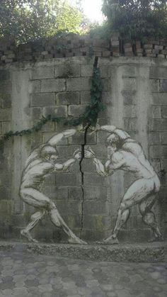 Two men, one wall: this is a symbolic #StreetArt