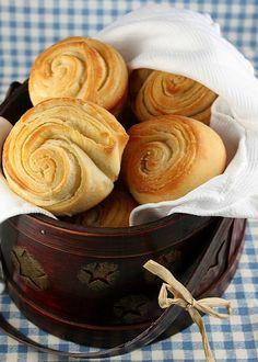 Flaky Dinner Rolls (my favorite roll recipe ever)