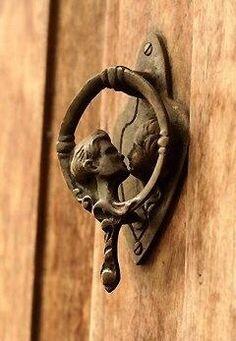 Kissing door knob