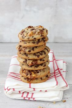 Bikini Killer Cookies - Chewy Chocolate Chip Snickers Cookies