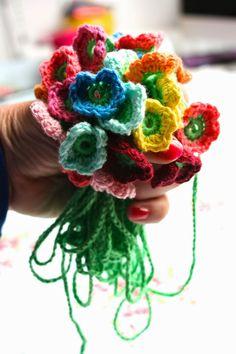 Haken bij Saar en Mien: Zet de gehaakte bloemetjes buiten!