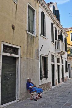 Love her sunglasses! In the Castello neighborhood of Venice, Italy. www.exposeditaly.com