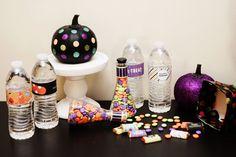 mini halloween party + free labels | Hellobee