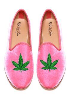 Del Toro Prince Albert Bubblegum Pink Velvet Slipper Loafers With Cannabis Leaf