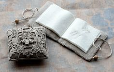 Needle book for storing needles, by Namolio (Etsy)