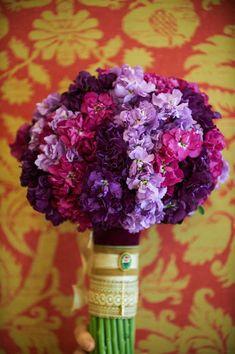 ramos de novia en tonos lila y morado