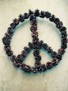 DIY: peace sign wreath