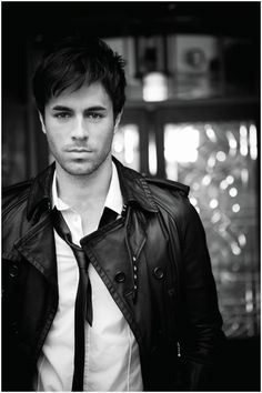 Enrique Iglesias ....if you know me (Yolanda) then you know I screamed like crazy when I spotted this on Pinterest! My man....