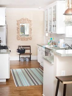 Another itty bitty kitchen to love...
