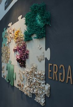 Erga Designs http://dreamwall1.wordpress.com/2012/02/23/erga-design-wallpaper-and-decor-from-textile-scraps/