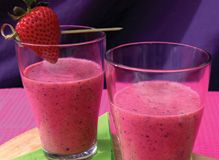 Berry Berry Good Day - INGREDIENTS:  1/2 cup fresh or frozen raspberries  1/4 cup fresh or frozen strawberries, hulled  1/4 cup fresh blueberries  1/4 cup fresh pineapple chunks  1 tbsp. goji berries  1/2 cup low-fat plain yogurt  1/4 cup water  6-8 ice cubes DIRECTIONS Place all ingredients in the Pitcher & blend on 3 until smooth. Serve at once.