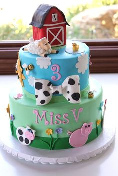 Farm Theme Birthday Cake. {mainly pinning for the barn. Like the look of it.}