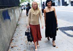 Vogue editor Cynthia Smith wears a Gap camel crew-neck cashmere sweater to New York Fashion Week. #DressNormal #nyfw