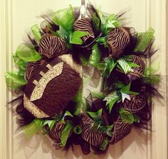 School spirit football wreath by KatyFayesdoordecor on Etsy footbal wreath, team wreath, sport wreath, school spirit