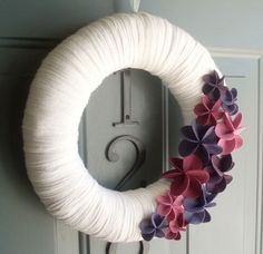 Yarn Wreath with felt flowers - ItzFitz