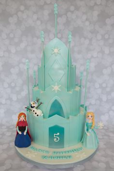Frozen+-+I'm+pretty+pumped+that+Elsa+&+Anna+actually+turned+out+ok!+I've+never+done+figure+modeling+before,+so+I+was+pretty+sure+they+were+going+to+be+hideous,+and+that+I+was+going+to+have+to+run+out+and+find+some+toy+versions+to+add+to+the+cake+instead.