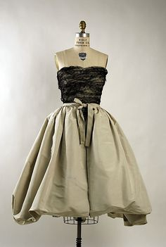 Evening dress, Cristobal Balenciaga (1959). Silk.