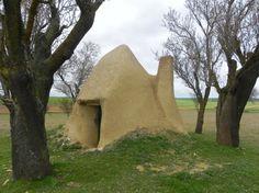 Arquitectura tradicional de adobe y tapial de Tierra de Campos, Castilla León. Construidas en tierra, pero con años de historia.