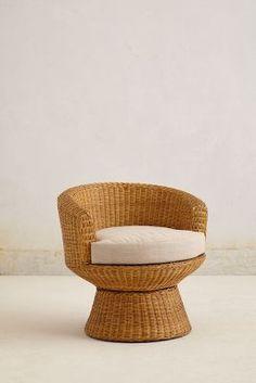 wicker pedestal chair