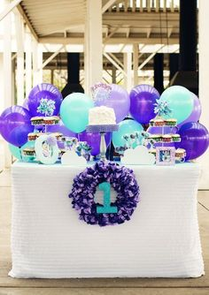 Frozen party on pinterest frozen birthday party frozen for Balloon decoration color combinations