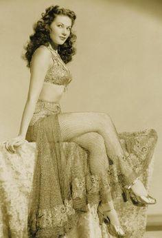 Yvonne De Carlo. Love her hair.