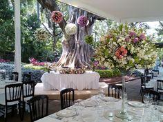 Hermoso montaje en Hacienda Chiconcuac. Arreglo Floral de Floresteria Vistahermosa de Samuel Rivera